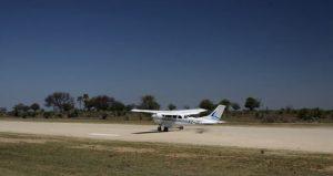 Typisch für Inlandsflüge zu den Nationaolparks: Buschpisten