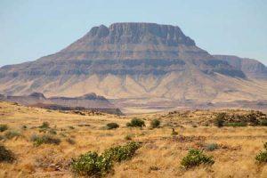 Das beeindruckende Brandbergmassiv in Namibia