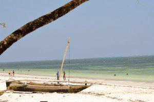 Kenia: Baden im Ozean