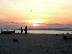 Romantische Abendspaziergänge am Strand
