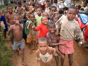 Madagaskar: Urlauber faszinieren die Kinder