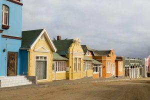Häuserzeile in Lüderitz, Namibia