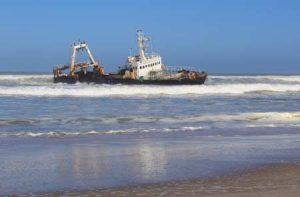 Schiffswrack an der Skelettküste in Namibia